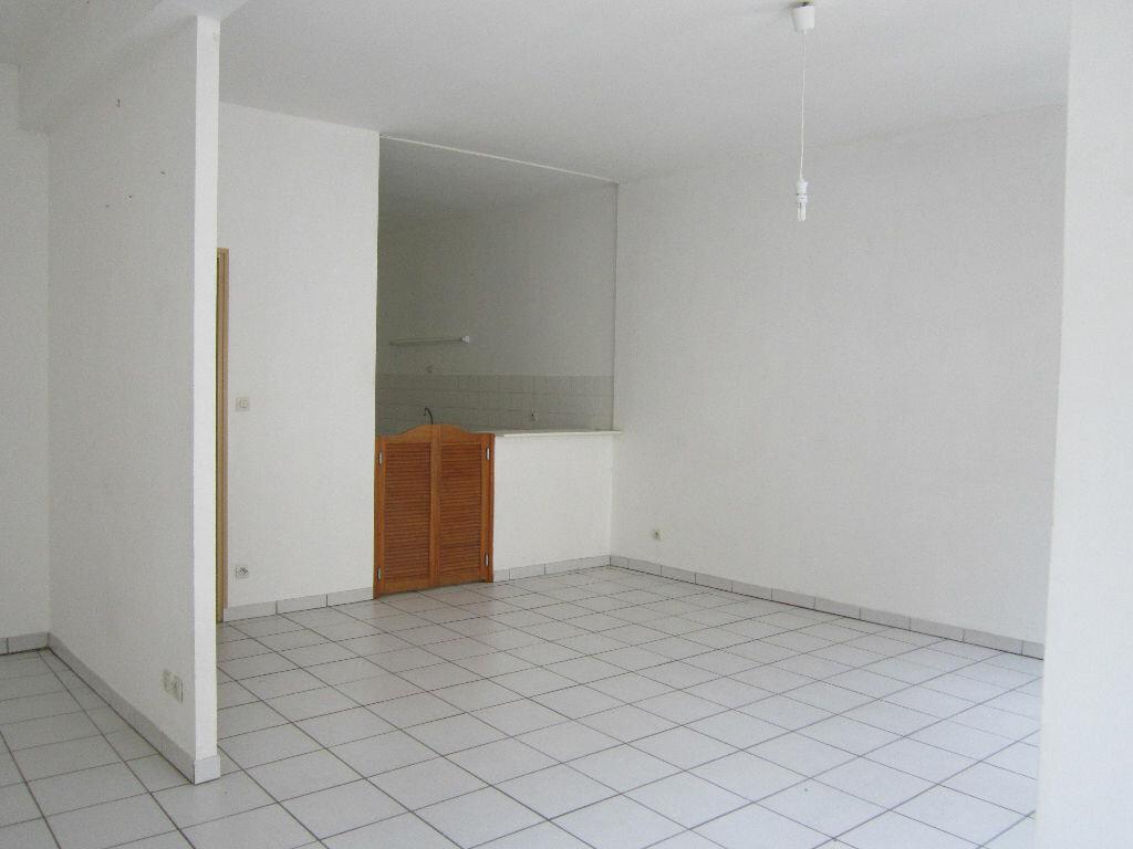 Appartement à louer 6 141.67m2 à Nevers vignette-1