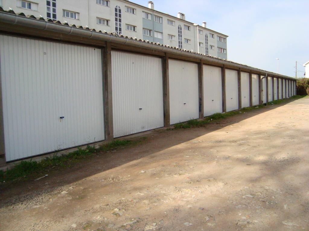 Stationnement à louer 0 10m2 à Nevers vignette-1