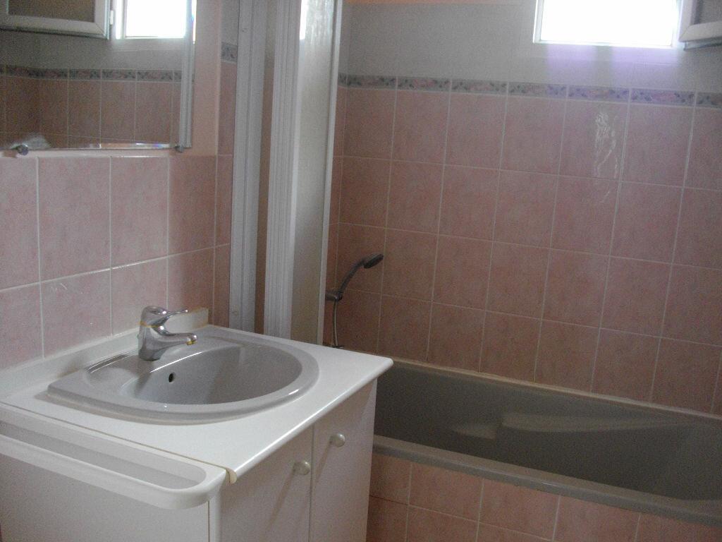 Appartement à louer 2 49.21m2 à Bourges vignette-4