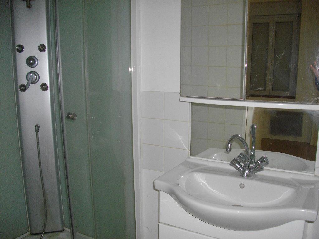 Appartement à louer 2 34m2 à Vierzon vignette-4