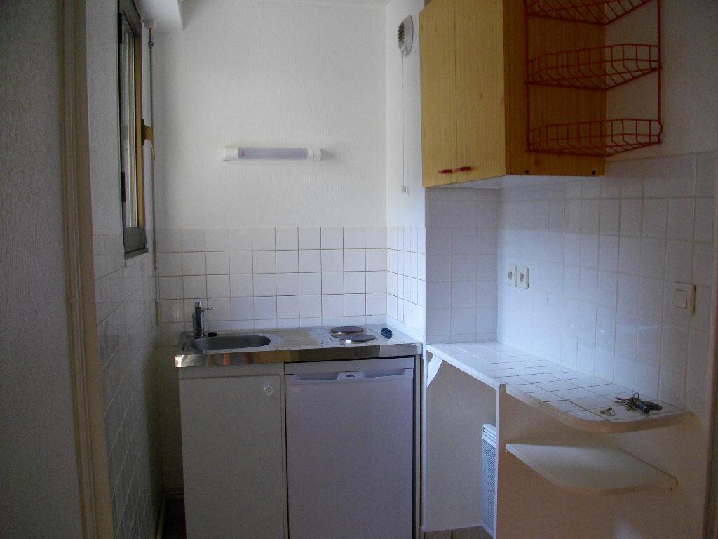 Appartement à louer 2 33.6m2 à Bourges vignette-3