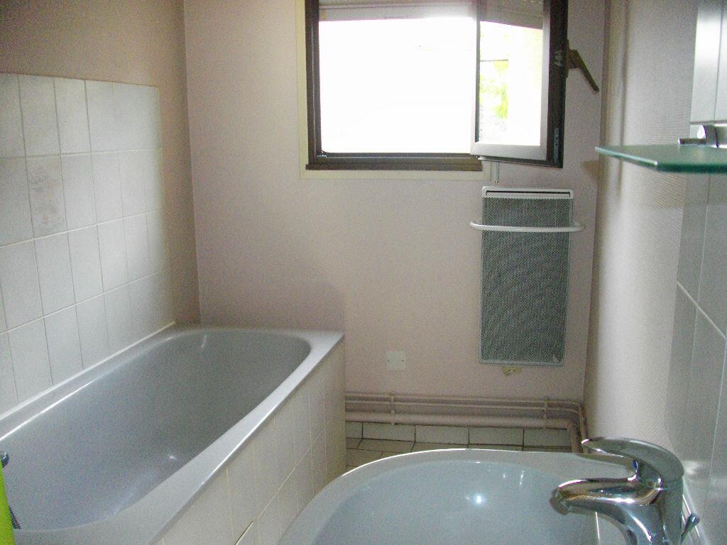 Appartement à louer 2 33.6m2 à Bourges vignette-4
