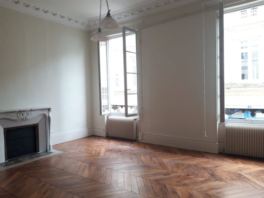 Appartement à louer 5 140.4m2 à Nevers vignette-1