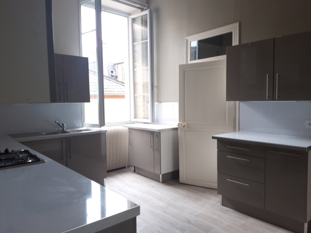 Appartement à louer 5 140.4m2 à Nevers vignette-2