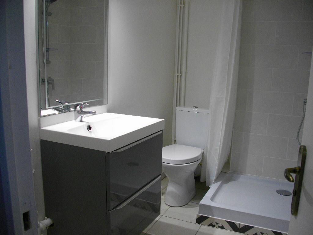 Appartement à louer 2 31.02m2 à Bourges vignette-4