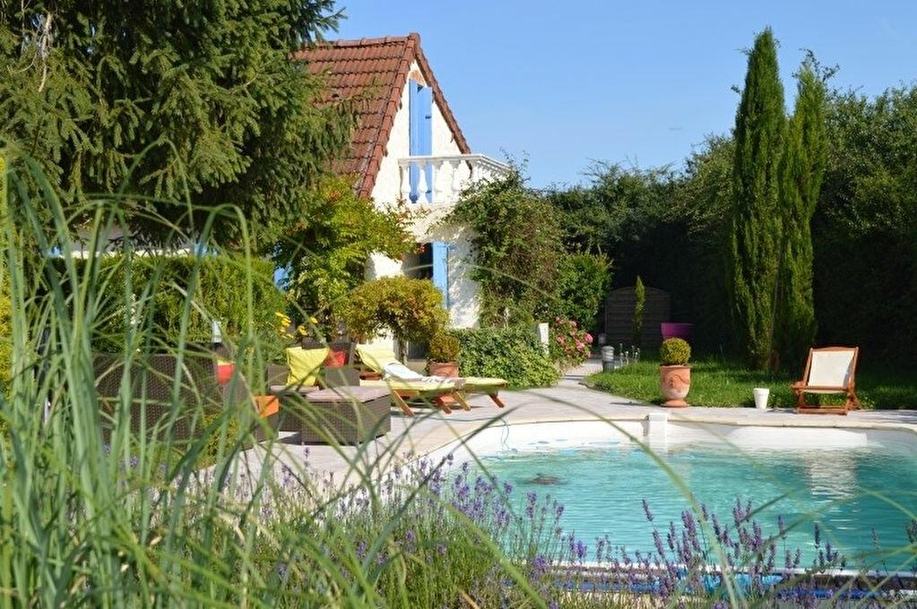 Maison à vendre 6 108m2 à Montambert vignette-1