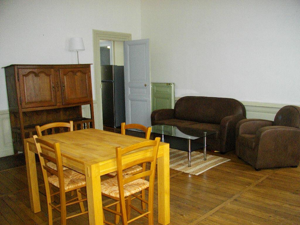 Appartement à louer 2 70.12m2 à Bourges vignette-2