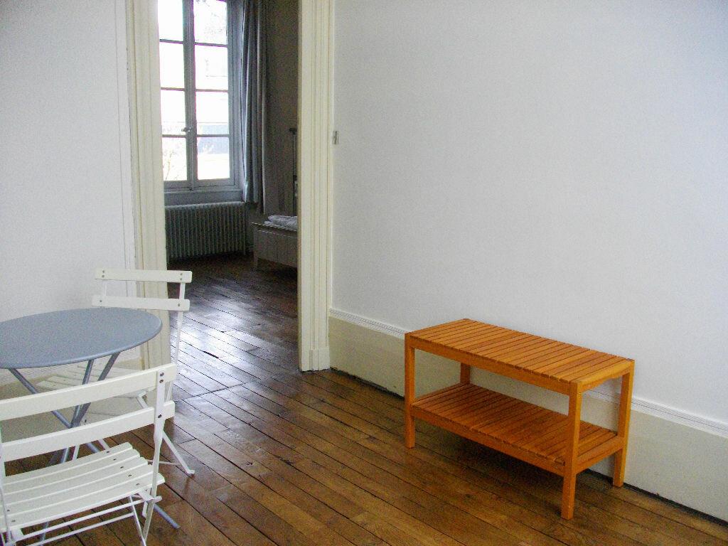 Appartement à louer 2 70.12m2 à Bourges vignette-4