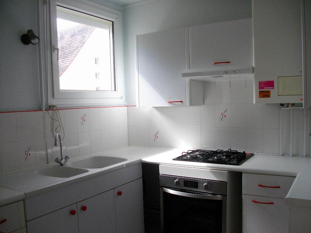 Appartement à louer 3 56.2m2 à Bourges vignette-1