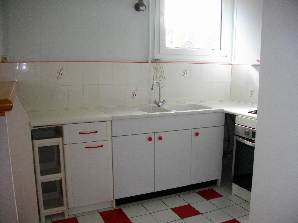 Appartement à louer 3 56.2m2 à Bourges vignette-2