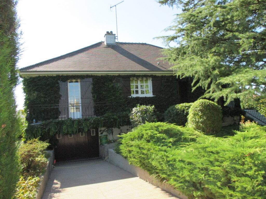 Maison à vendre 4 120m2 à La Chapelle-Saint-Ursin vignette-1
