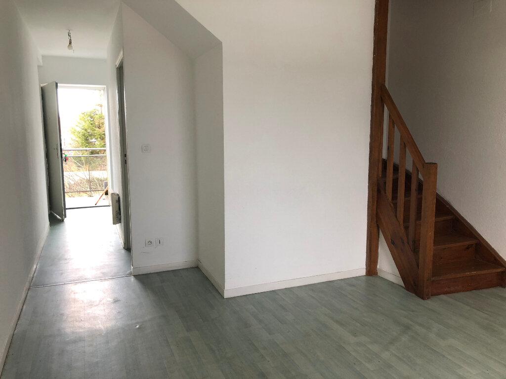 Appartement à louer 3 40m2 à Nevers vignette-2