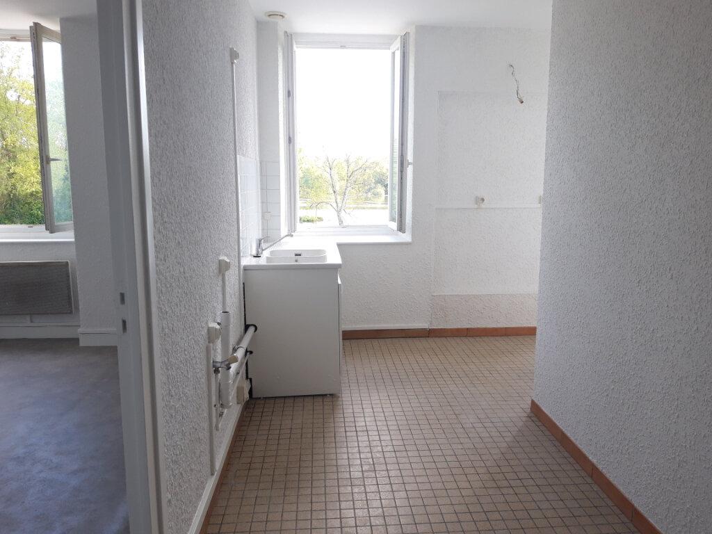 Appartement à louer 3 65m2 à Saint-Léger-des-Vignes vignette-2