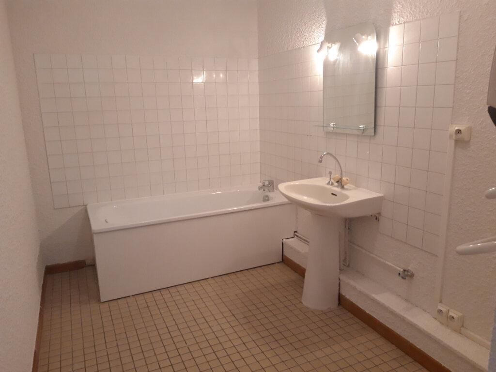 Appartement à louer 3 65m2 à Saint-Léger-des-Vignes vignette-3