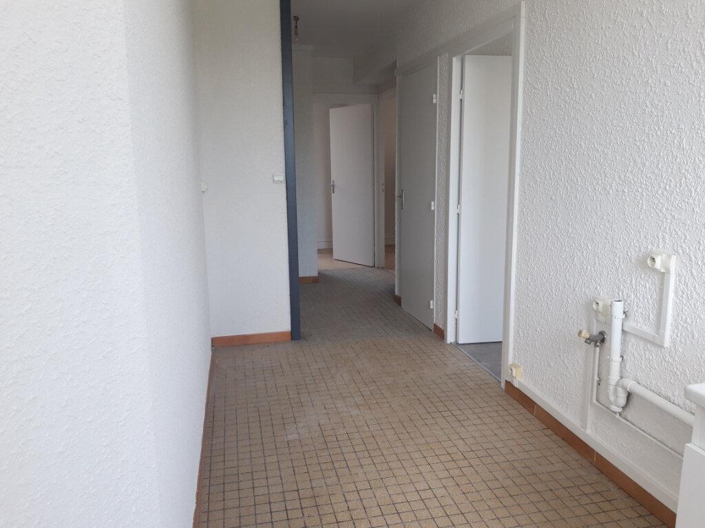 Appartement à louer 3 65m2 à Saint-Léger-des-Vignes vignette-7