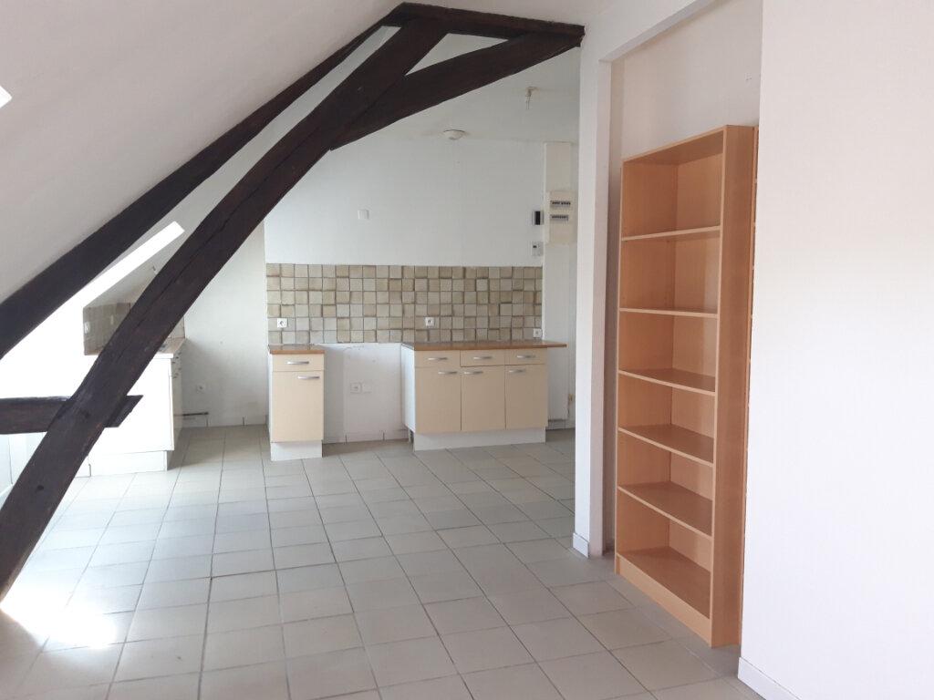 Appartement à louer 3 70m2 à Saint-Léger-des-Vignes vignette-1
