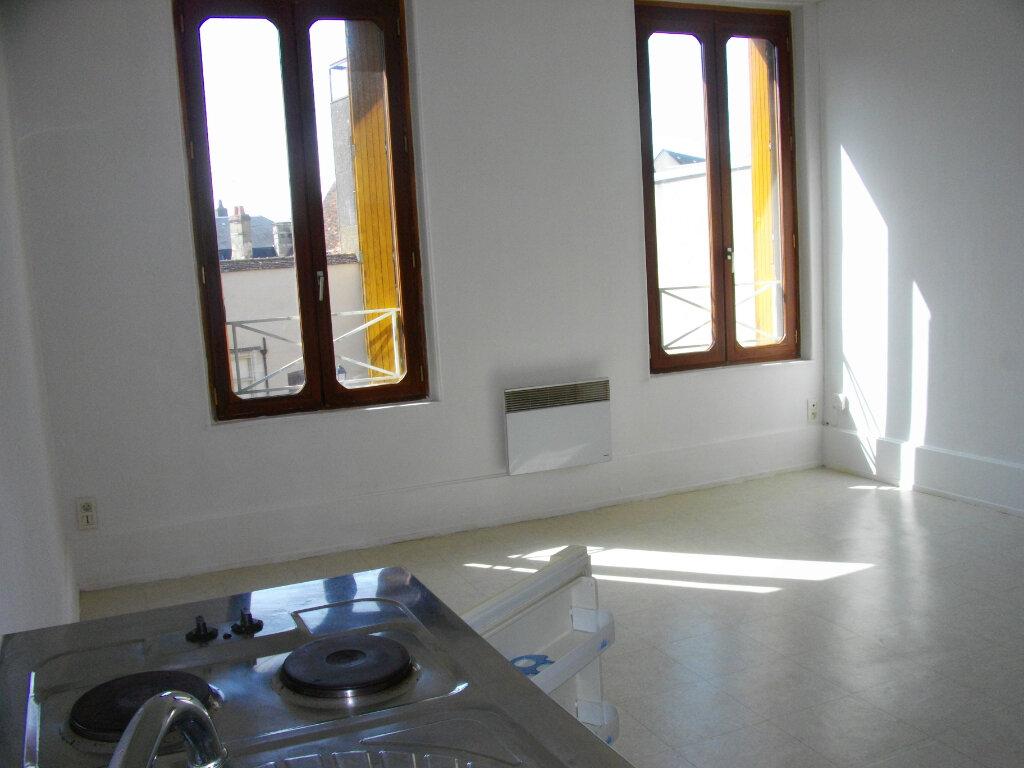 Appartement à louer 2 40.76m2 à Bourges vignette-4