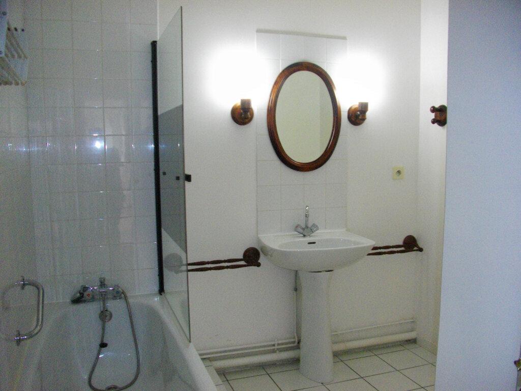 Appartement à louer 3 57.56m2 à Bourges vignette-8