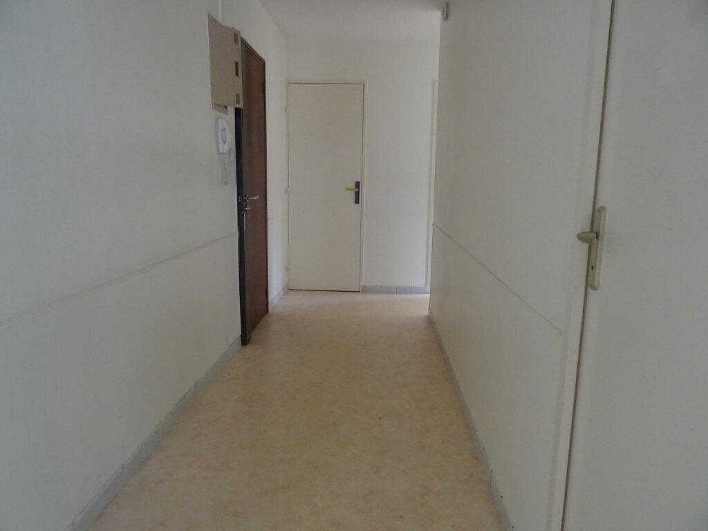 Appartement à vendre 4 79m2 à Nevers vignette-3