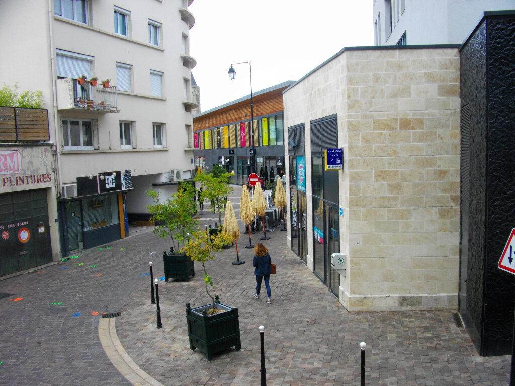 Appartement à louer 3 72.88m2 à Bourges vignette-1