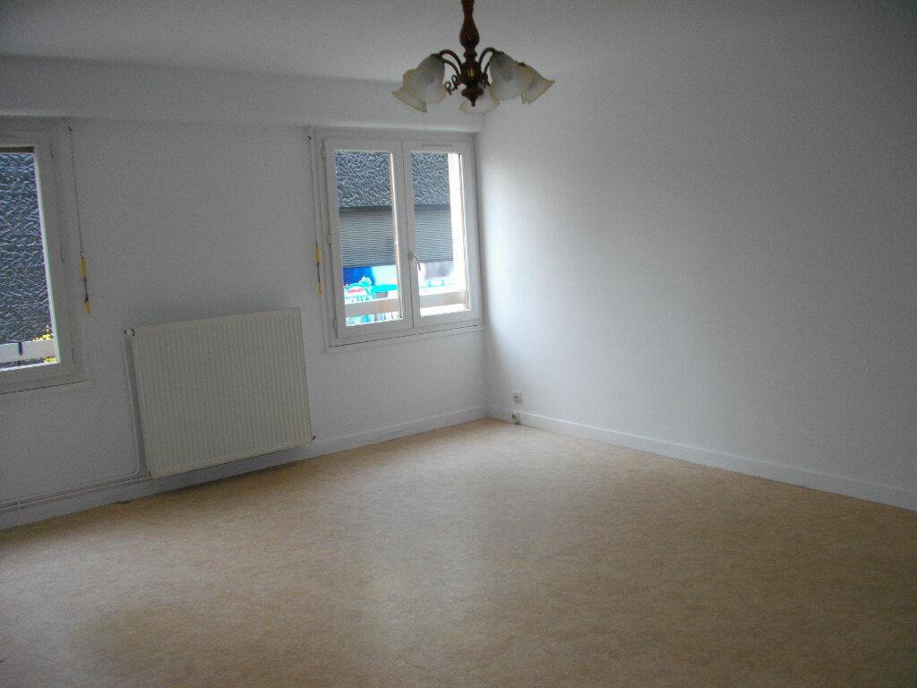 Appartement à louer 3 72.88m2 à Bourges vignette-2