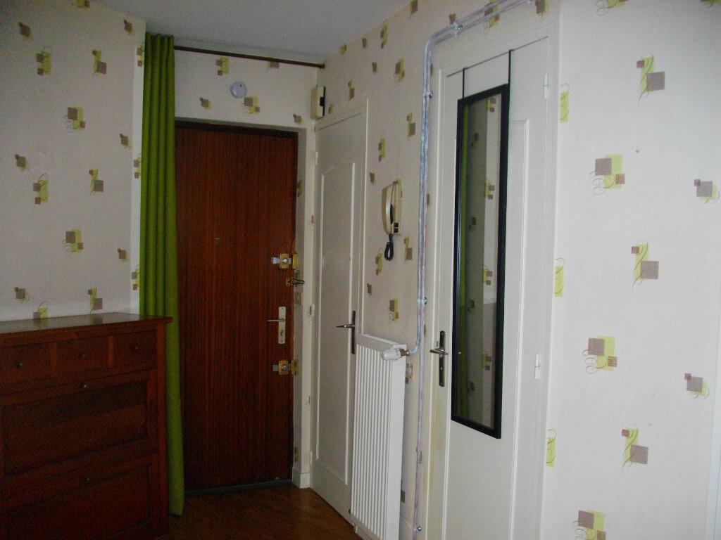 Appartement à louer 3 72.88m2 à Bourges vignette-6