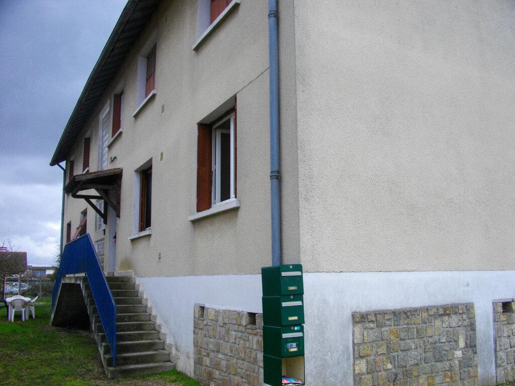 Appartement à louer 3 62.76m2 à Vierzon vignette-2