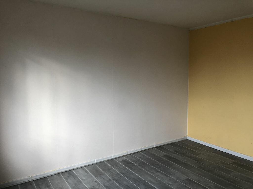 Appartement à louer 3 62.76m2 à Vierzon vignette-3