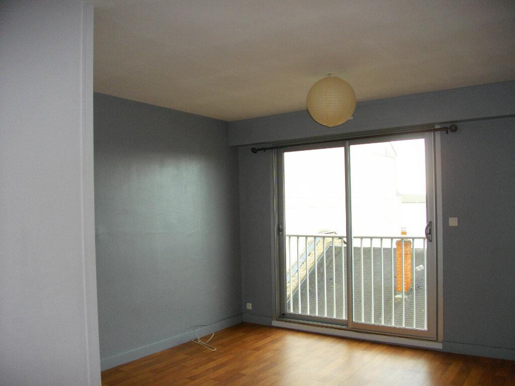 Appartement à louer 1 31.05m2 à Bourges vignette-1