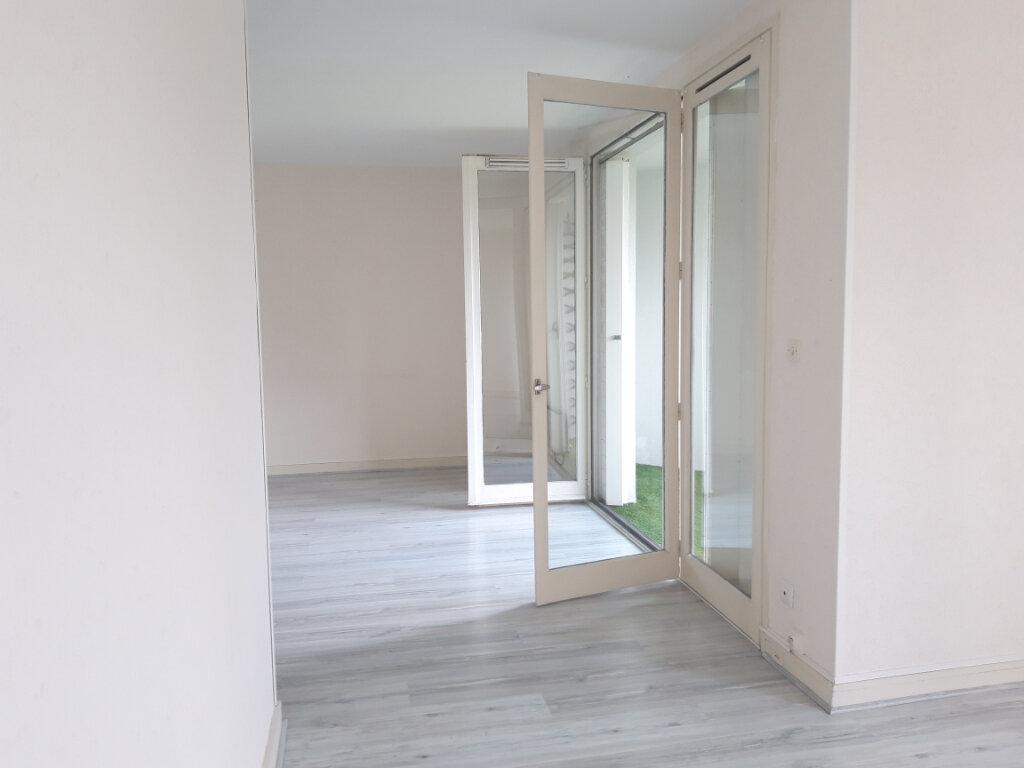 Appartement à louer 3 70.31m2 à Nevers vignette-6