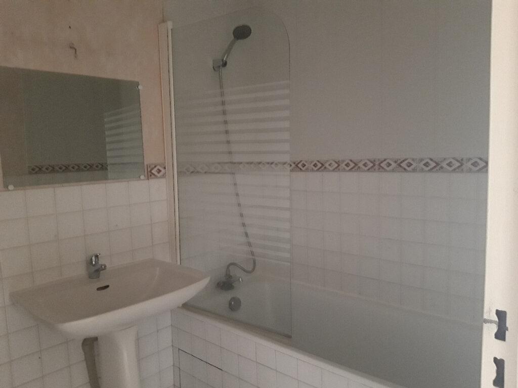 Appartement à louer 3 70.31m2 à Nevers vignette-8