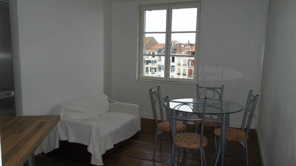 Appartement à louer 3 56m2 à Bayonne vignette-2