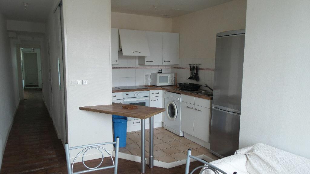 Appartement à louer 3 56m2 à Bayonne vignette-3