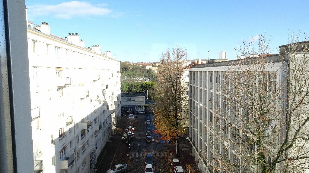 Appartement à louer 3 49m2 à Bayonne vignette-8