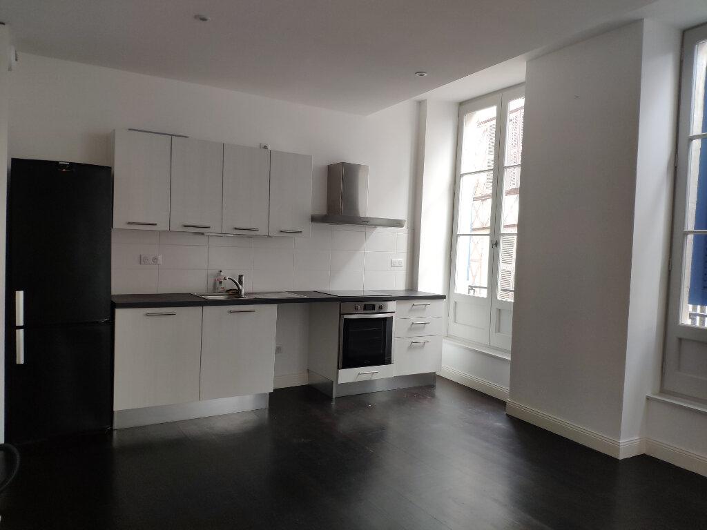 Appartement à louer 4 83m2 à Bayonne vignette-2