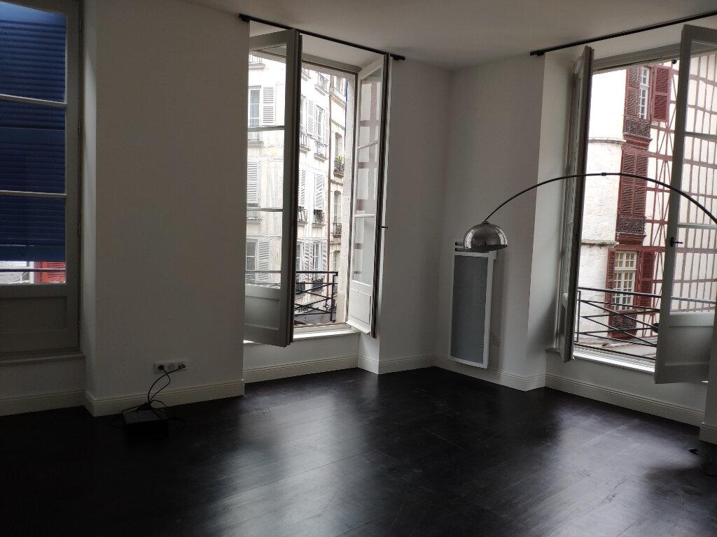 Appartement à louer 4 83m2 à Bayonne vignette-6