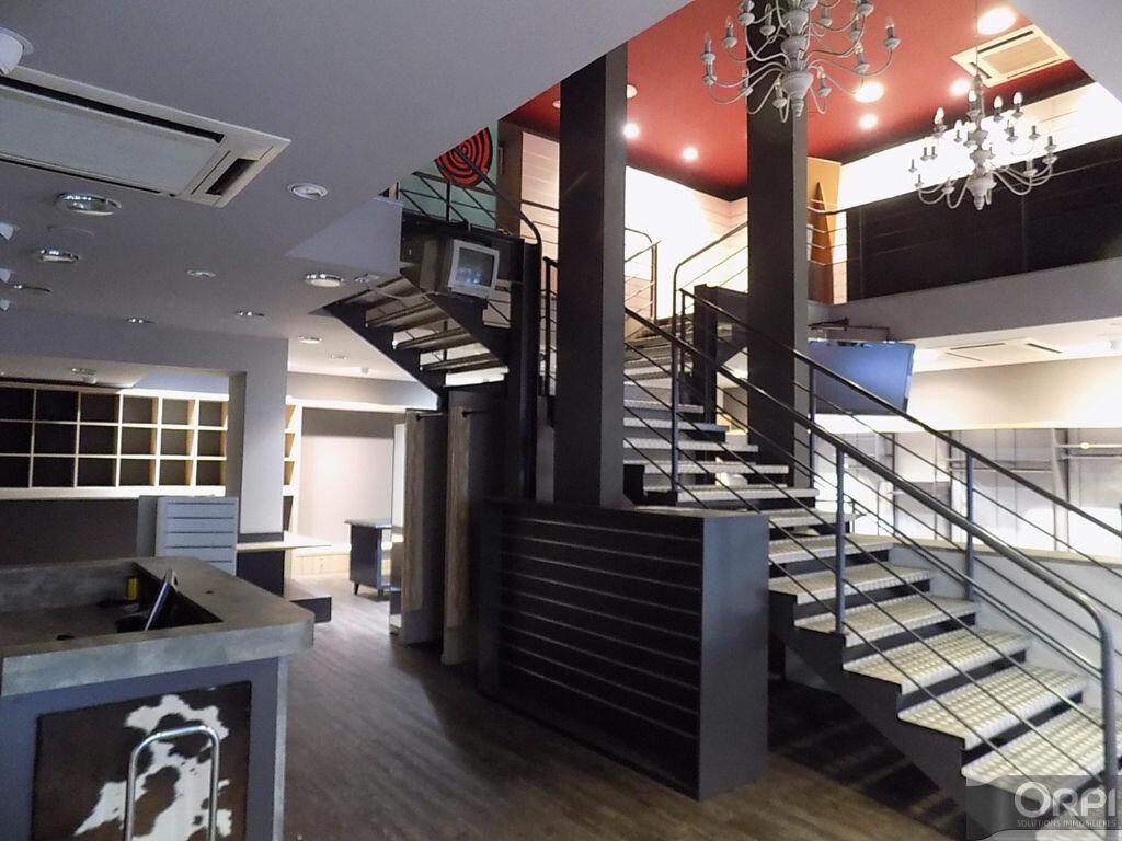 Immeuble à vendre 0 400m2 à Cholet vignette-2