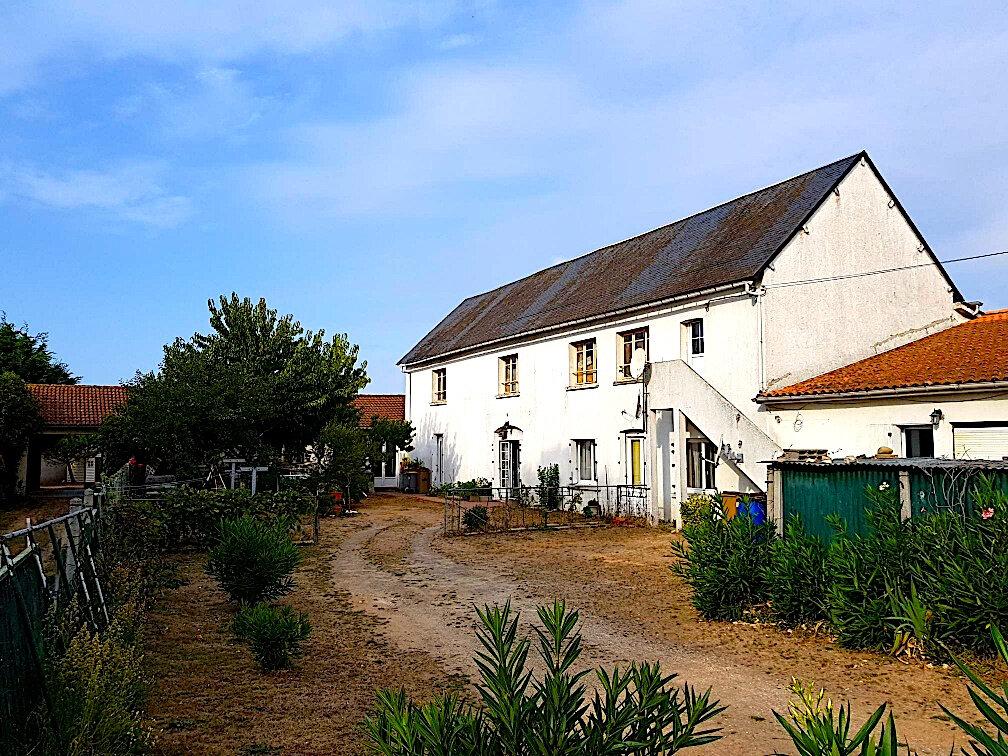 Maison à vendre 7 191m2 à Longeville-sur-Mer vignette-1
