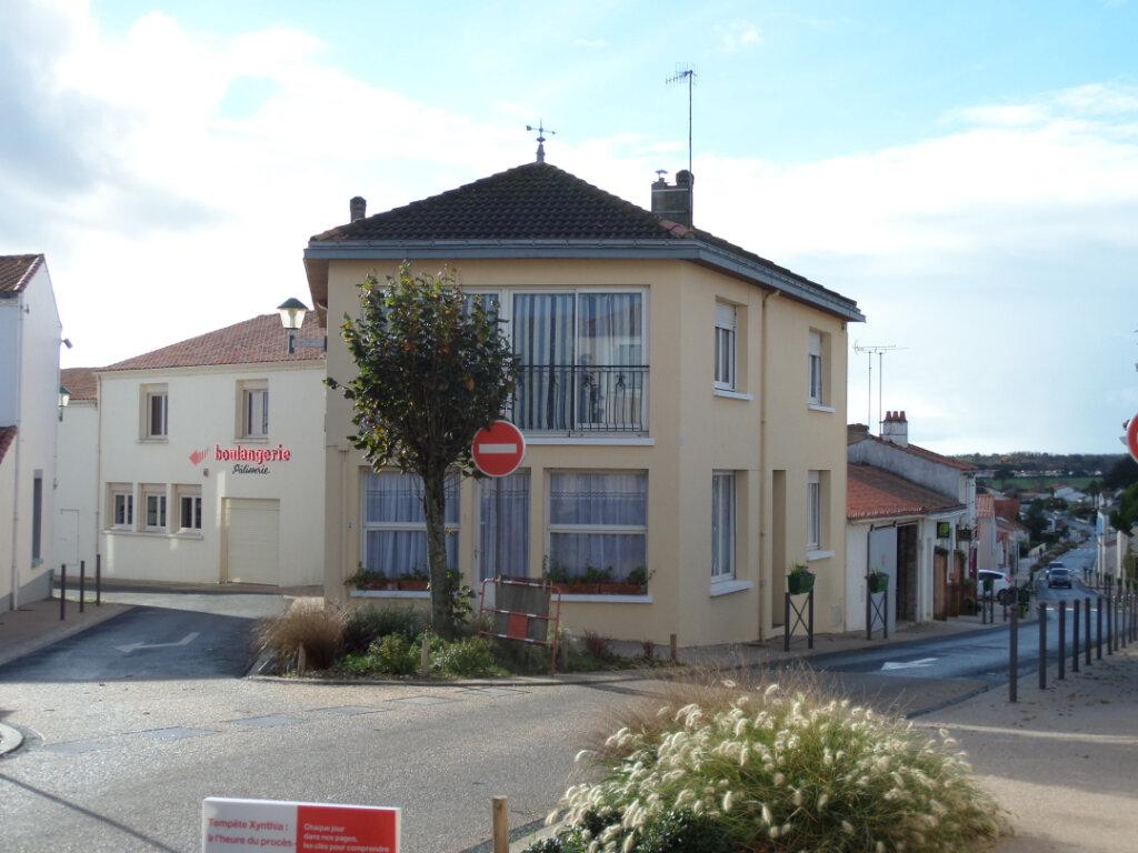 Maison à vendre 6 138m2 à Longeville-sur-Mer vignette-1
