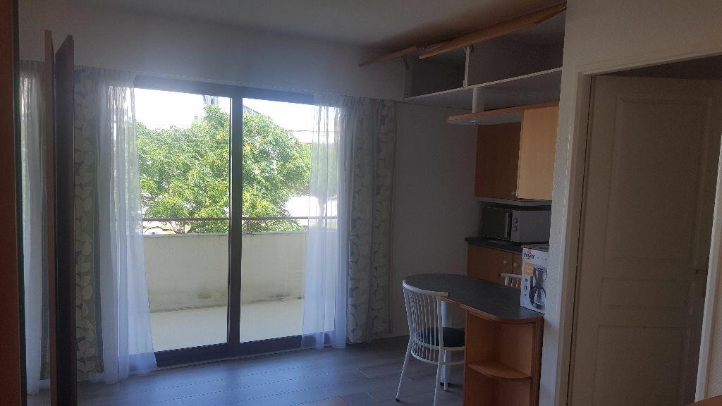 Appartement à louer 2 27.34m2 à La Rochelle vignette-3