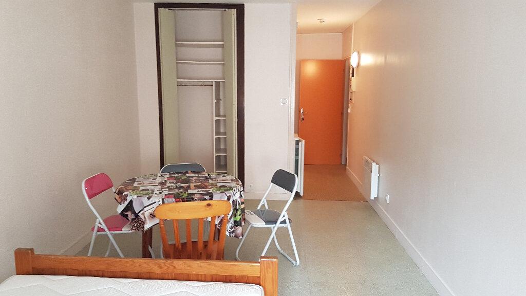 Appartement à louer 1 26m2 à La Rochelle vignette-1