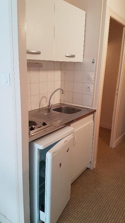 Appartement à louer 1 26m2 à La Rochelle vignette-2