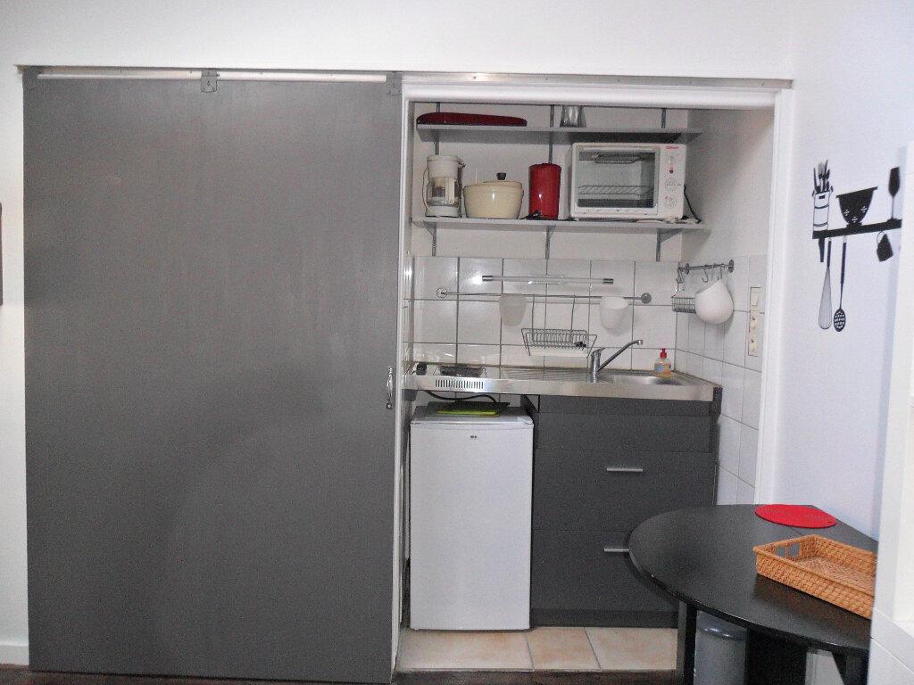 Appartement à louer 2 27m2 à La Rochelle vignette-2
