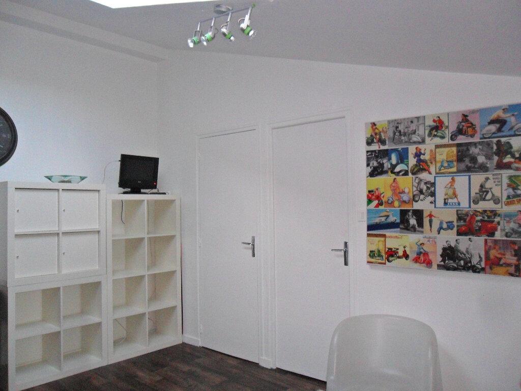 Appartement à louer 2 27m2 à La Rochelle vignette-3