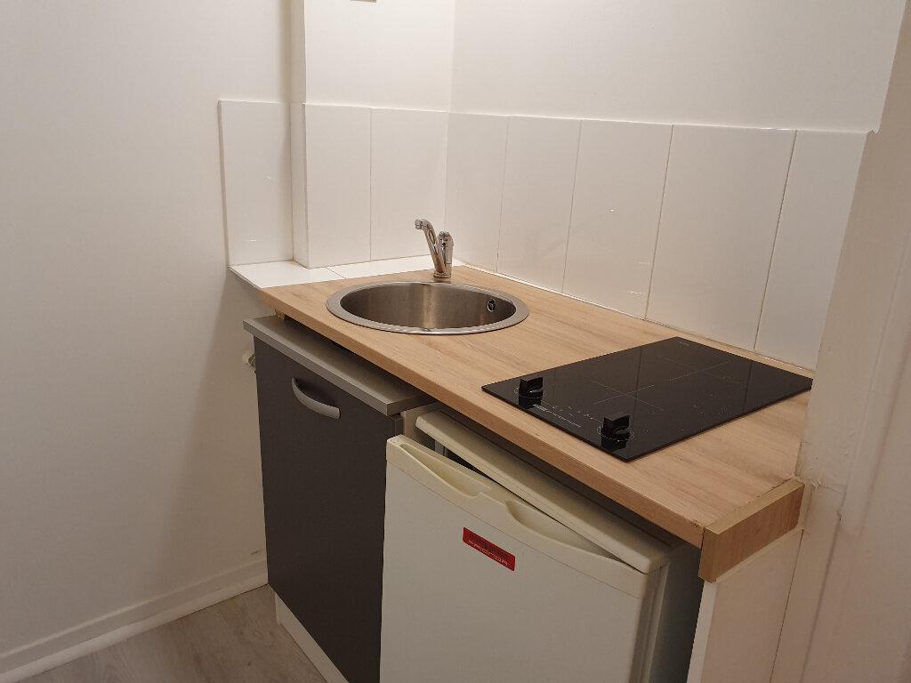 Appartement à louer 1 17m2 à La Rochelle vignette-3