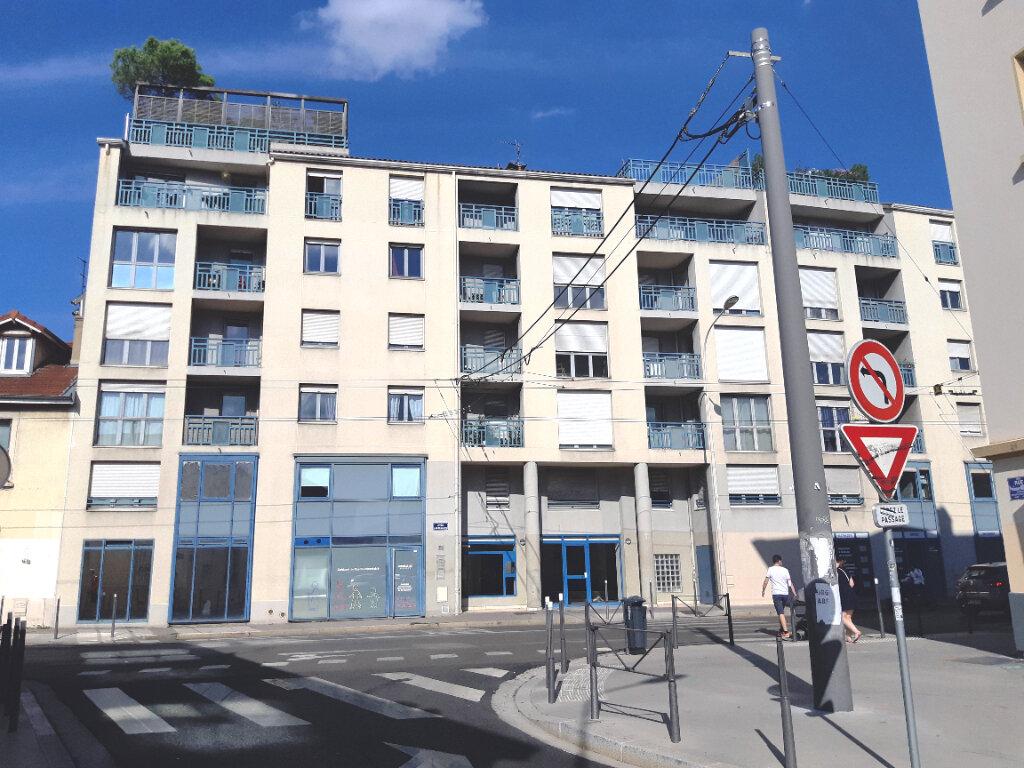 Stationnement à louer 0 22m2 à Lyon 3 vignette-1