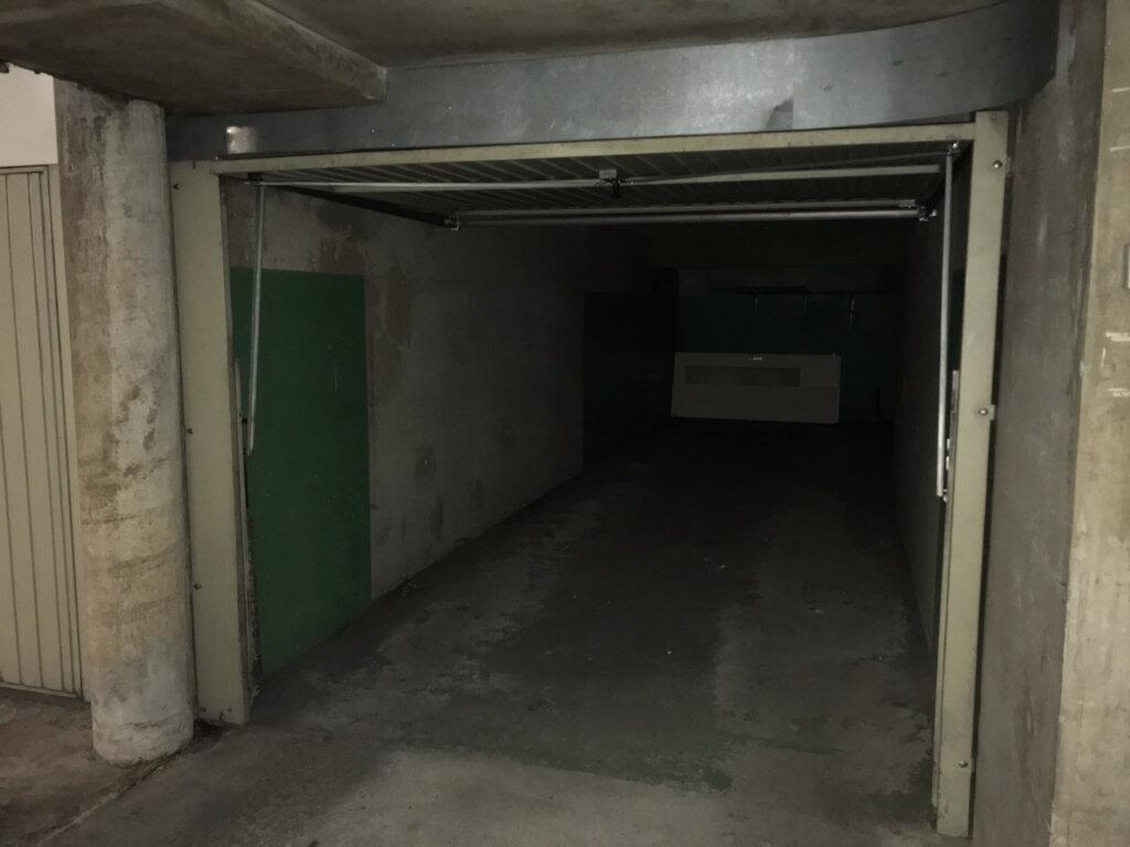 Stationnement à louer 0 22m2 à Lyon 3 vignette-2