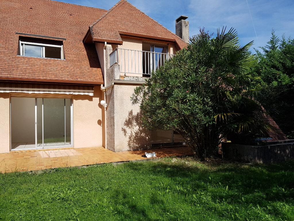 Maison à louer 6 137m2 à Lescar vignette-2
