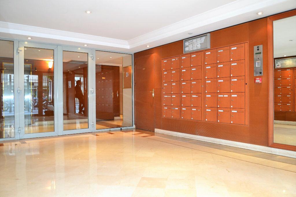 Appartement à louer 1 34.5m2 à Paris 12 vignette-1