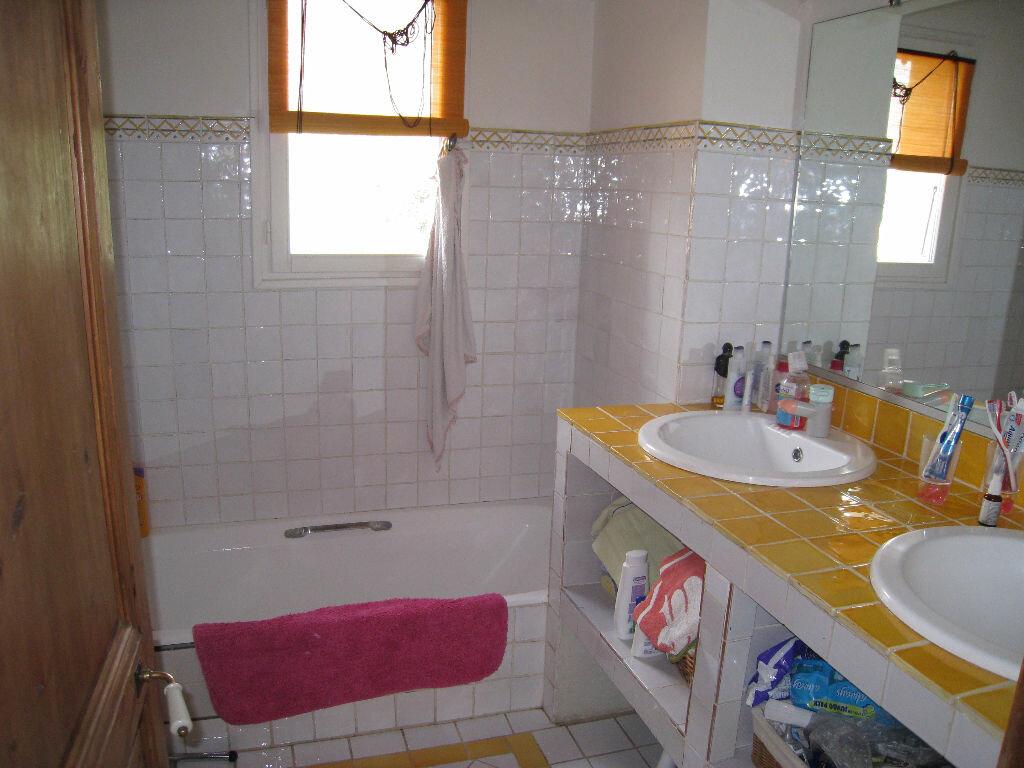 Maison à louer 5 220m2 à Saint-Julien vignette-6